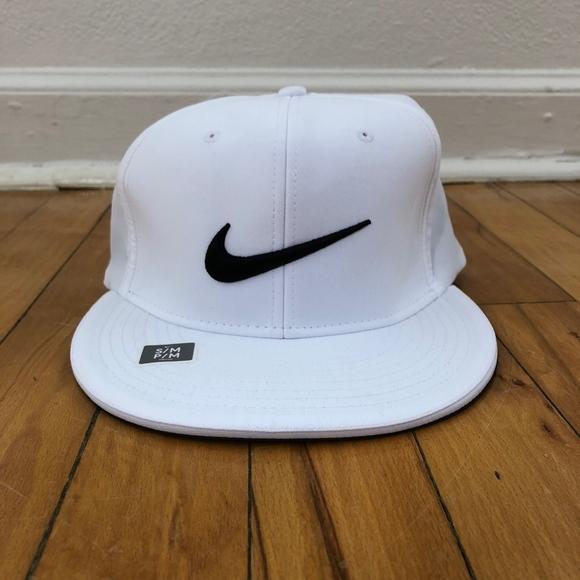 cbc71d9fe043e NWT Nike Golf Dri-Fit Fitted Flatbill Hat  BN
